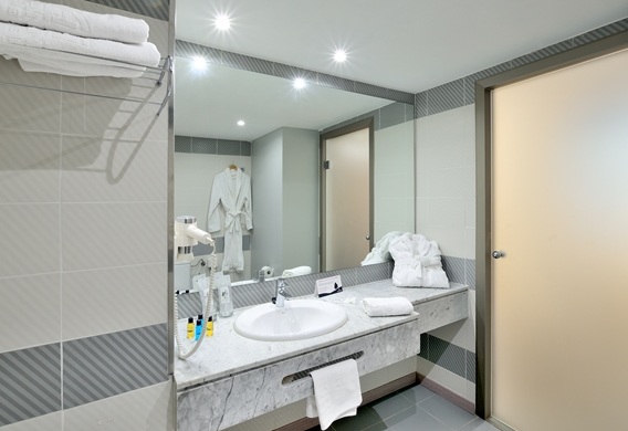 BATHROOM - Copy (2).jpg