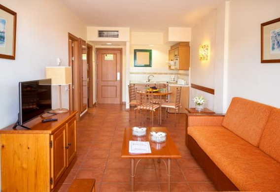 107147-hotel-apartments-isabel---hotel-costa-adeje---apartment---living-room-and-kitchen-area.jpg