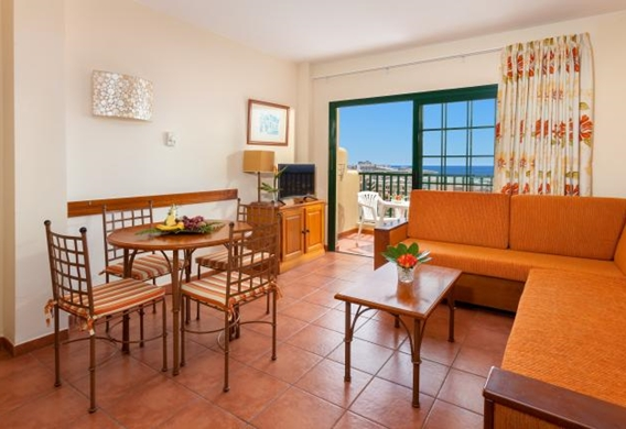 107148-hotel-apartments-isabel---hotel-costa-adeje---apartment---livingroom-and-kitchen-area.jpg