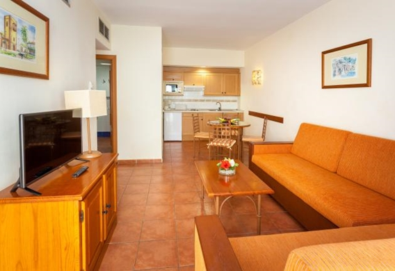 107156-hotel-apartments-isabel---hotel-costa-adeje---apartment---living-room-and-kitchen-area.jpg