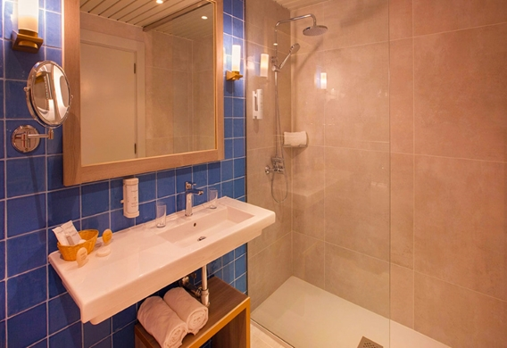 Habitacion-doble-deluxe-corallium-dunamar-by-lopesan-hotels_edited.jpg
