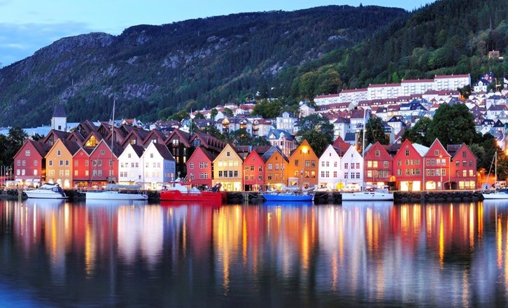 Bergen Night Scenery Norway.jpg