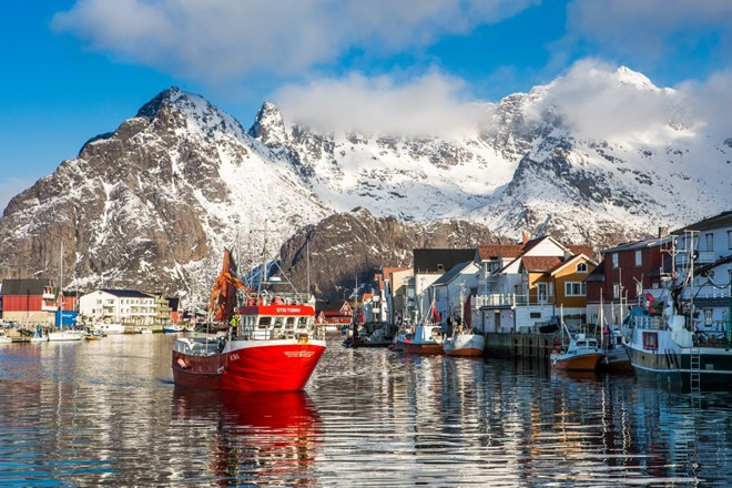 Henningsvær winter (Custom) (2).jpg